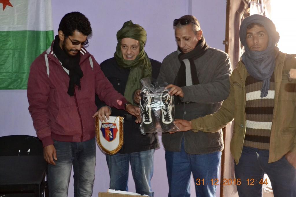 Consegna presso un centro giovanile di materiale sportivo offerto dal Doccia Calcio
